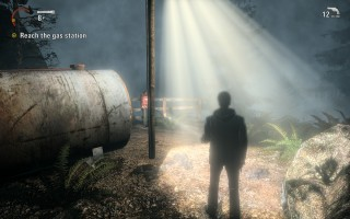 Alan Wake - Gameplay - Using a lamppost as a safe zone from the darkness